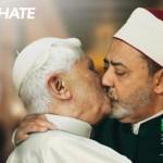 Il Papa bacia l'iman
